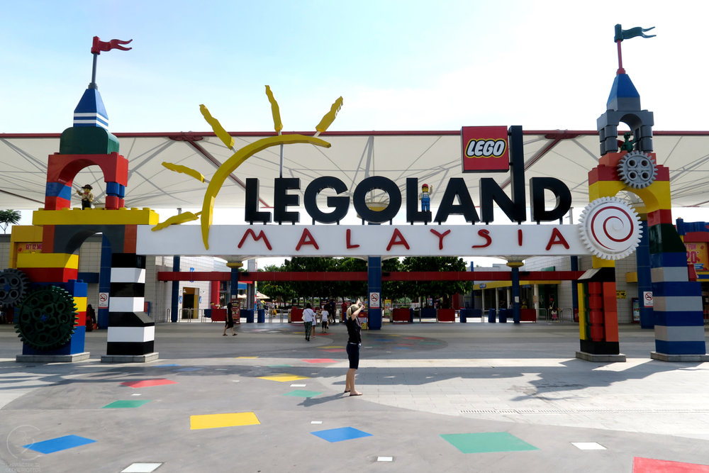 legoland-malaysia-entrance-to-theme-park-character-32-globetrotter-travel-c32