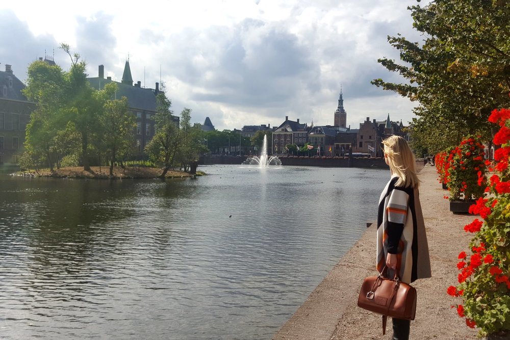 den-haag-netherlands-city-hofvijver-lake-character-32-globetrotter-travel