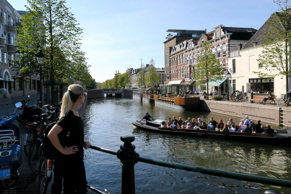 den-haag-netherlands-city-boats-on-canal-character-32-globetrotter-travel