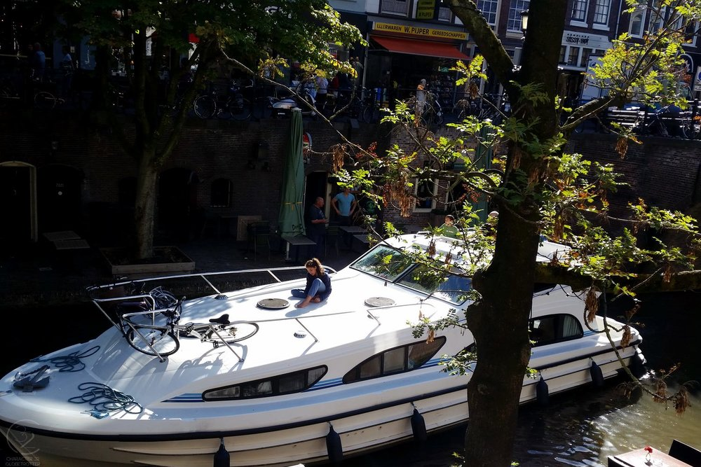 utrecht-netherlands-boat-in-canal-character-32-globetrotter-travel