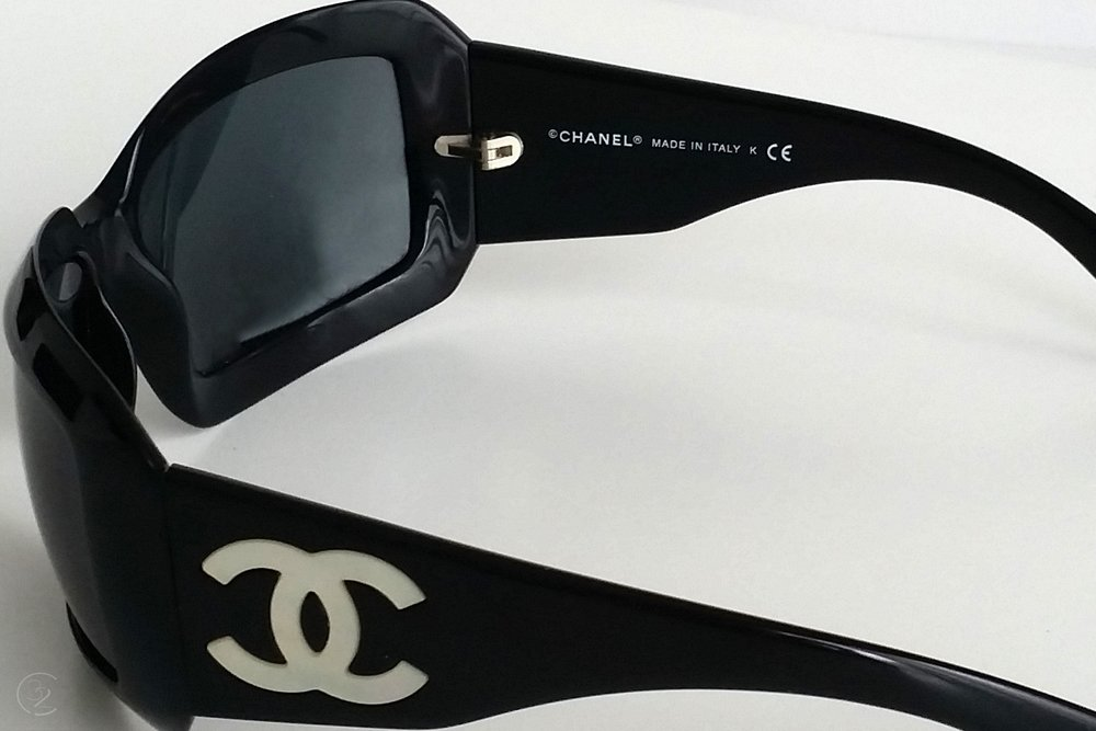 character-32-lifestyle-designer-chanel-sunglasses-pearl-cc-black-rims