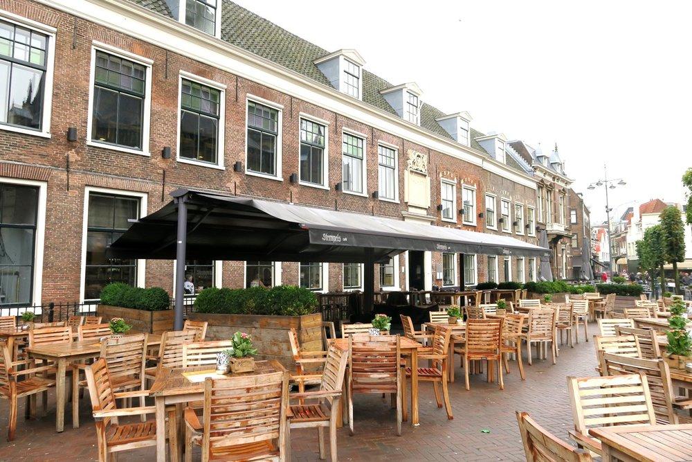 haarlem-netherlands-travel-globetrotter-character-32-c32-stempels-hotel