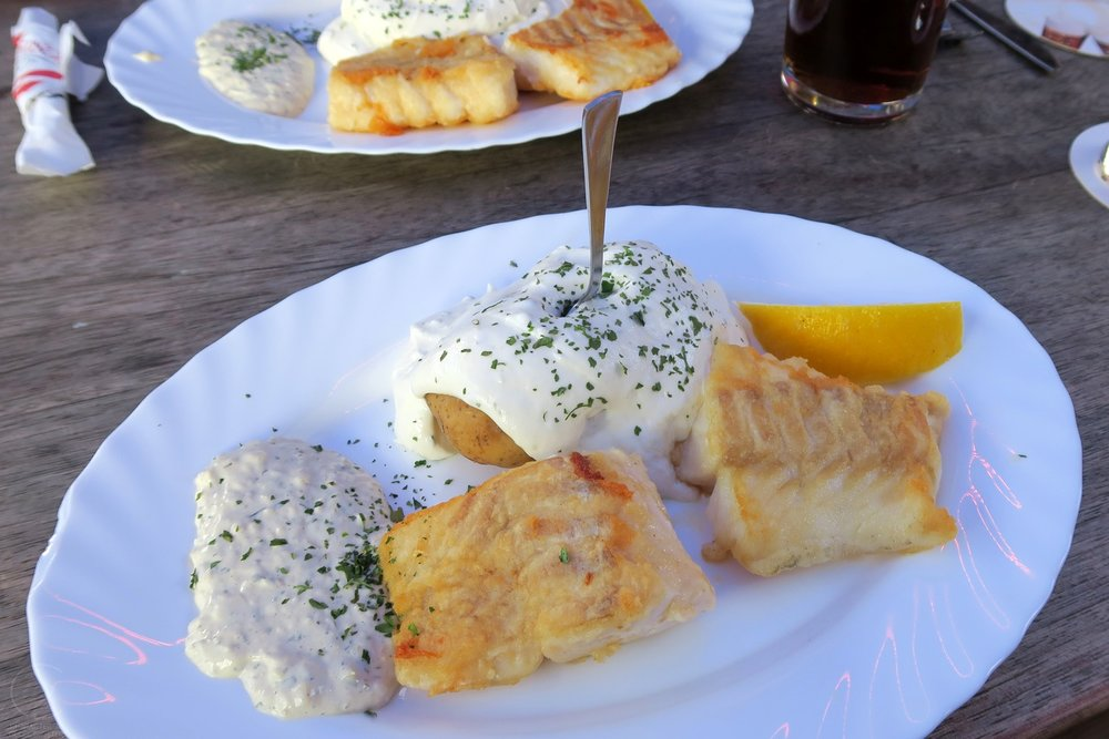 dusseldorf-germany-europe-character-32-globetrotter-food