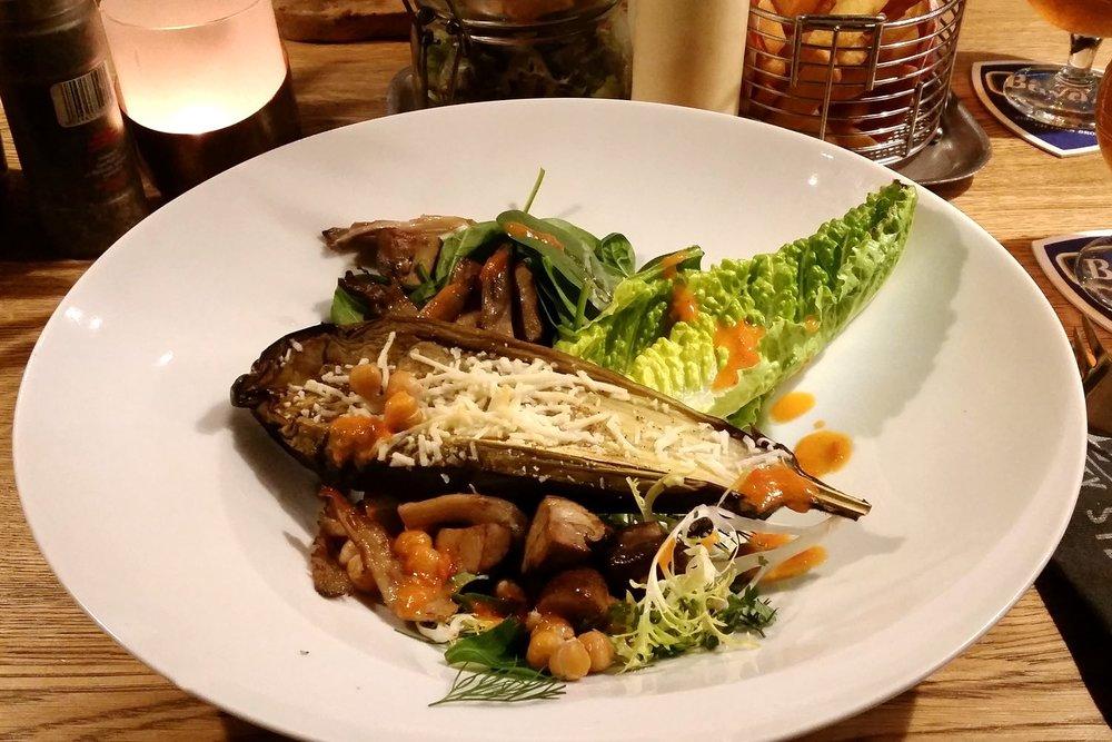 amsterdam-c32-character-32-globetrotter-travel-jetsetter-black-and-blue-restaurant-steaks-salads