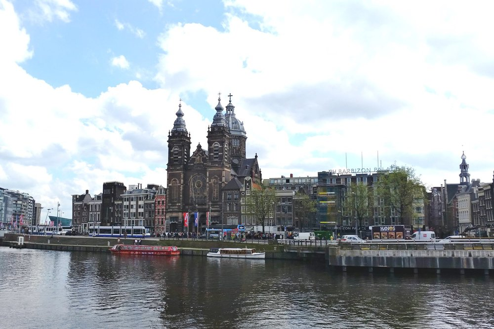 amsterdam-c32-character-32-canals-globetrotter-netherlands