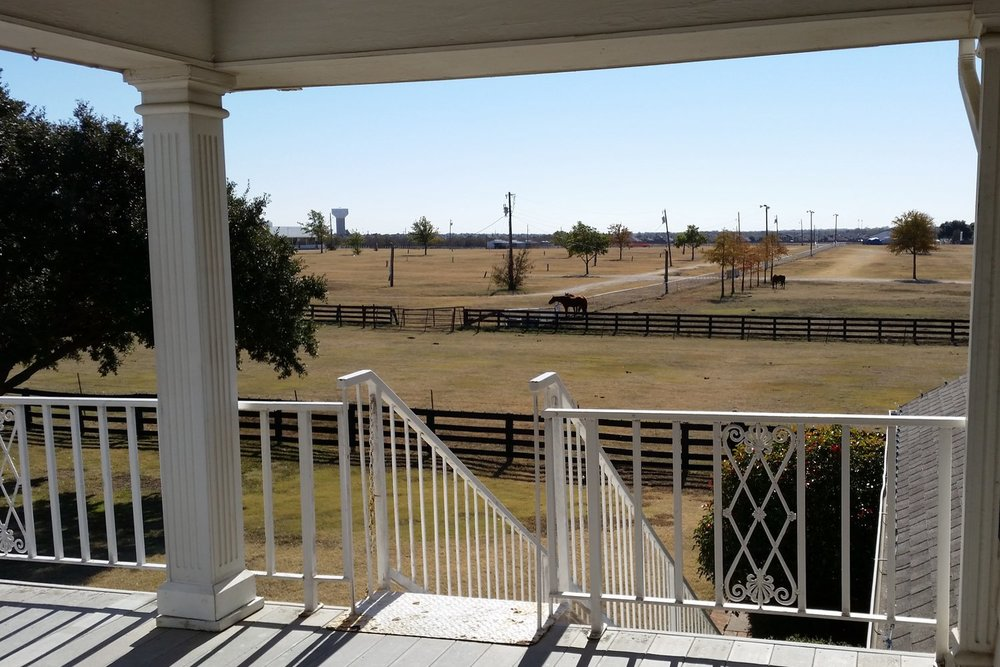 south-fork-ranch-character-32-globetrotter-paddocks-view-from-balcony