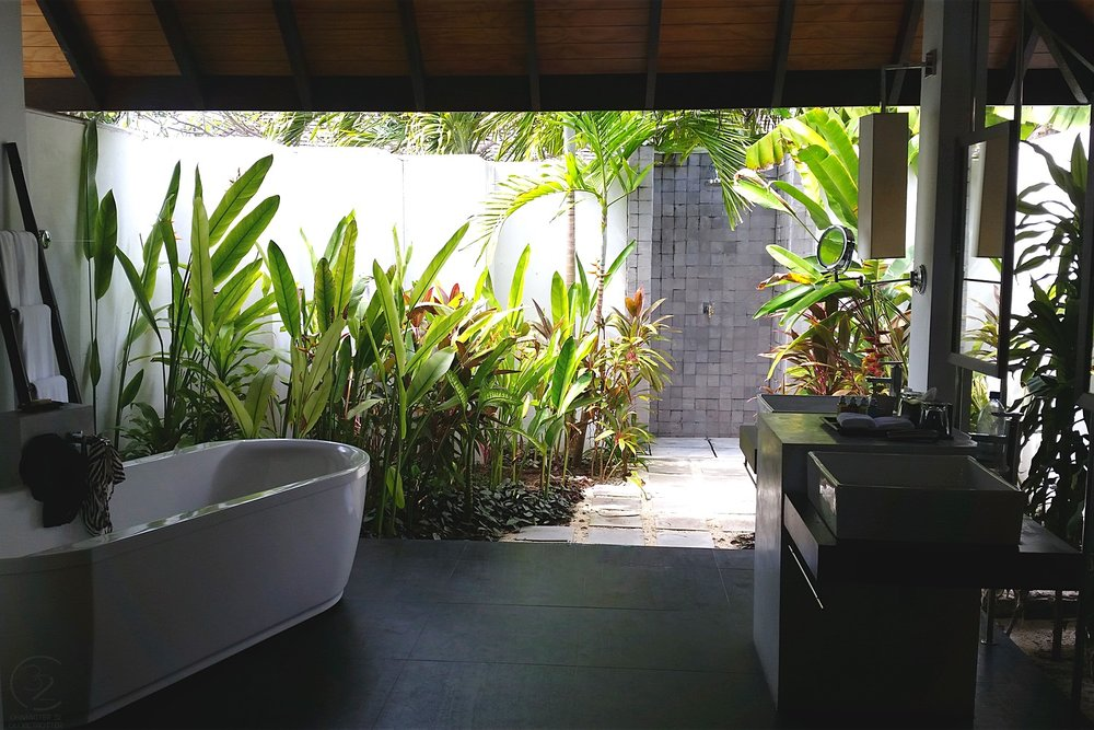 maldives-velassaru-bathroom-beach-villa-with-pool-c32-character-32-globetrotter-travel