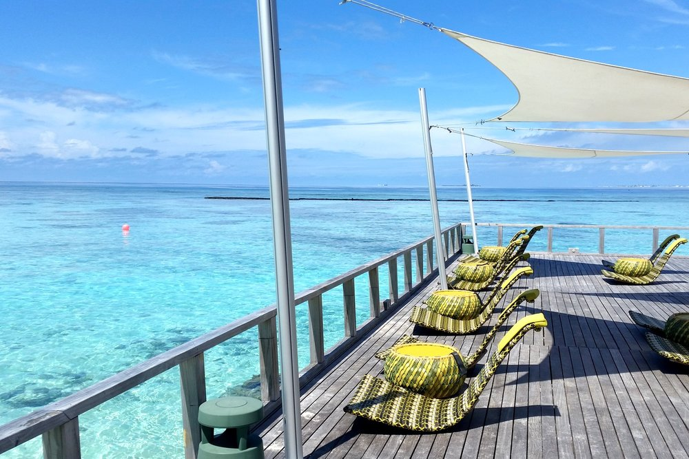 maldives-velassaru-chill-bar-view-during-the-day-overlooking-the-water-c32-character-32-globetrotter-travel