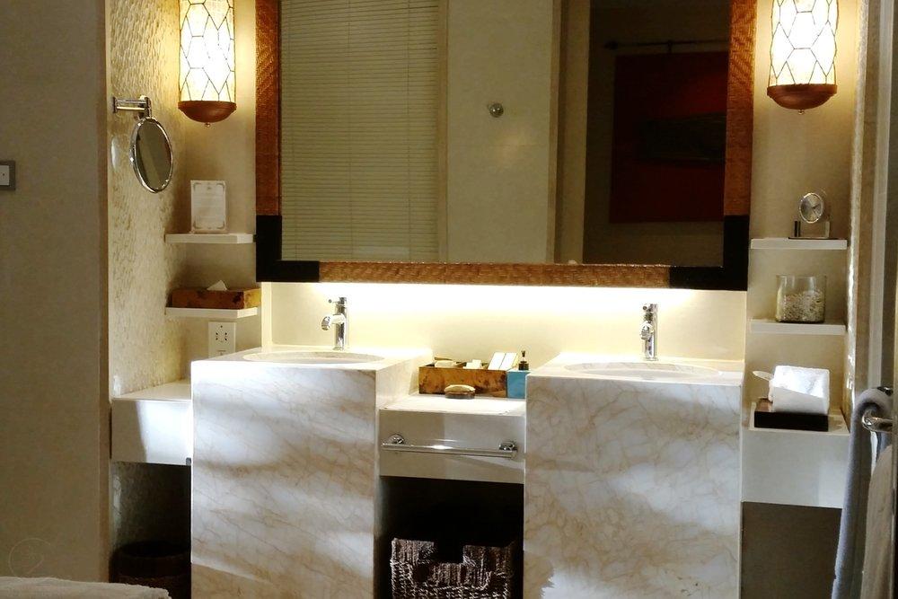 shangri-la-boracay-room-bathroom-c32-character-32-globetrotter-travel-jetsetter
