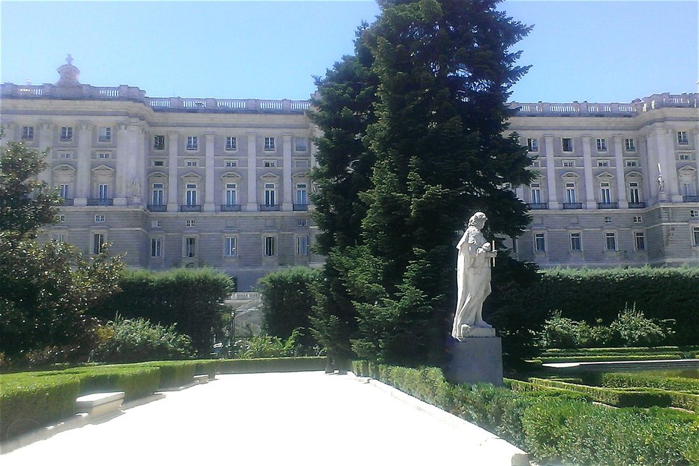 madrid-royal-palace-of-madrid-gardens-character-32-globetrotter-in-spain