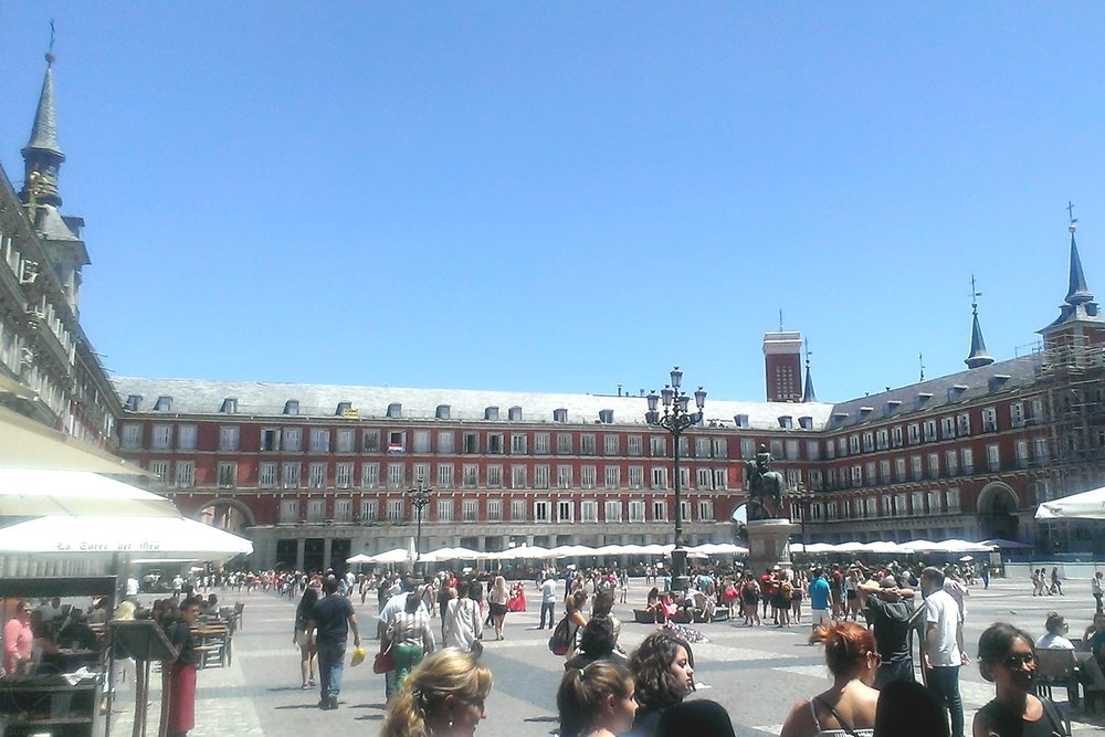 madrid-inside-view-of-plaza-mayor-character-32-globetrotter-in-spain