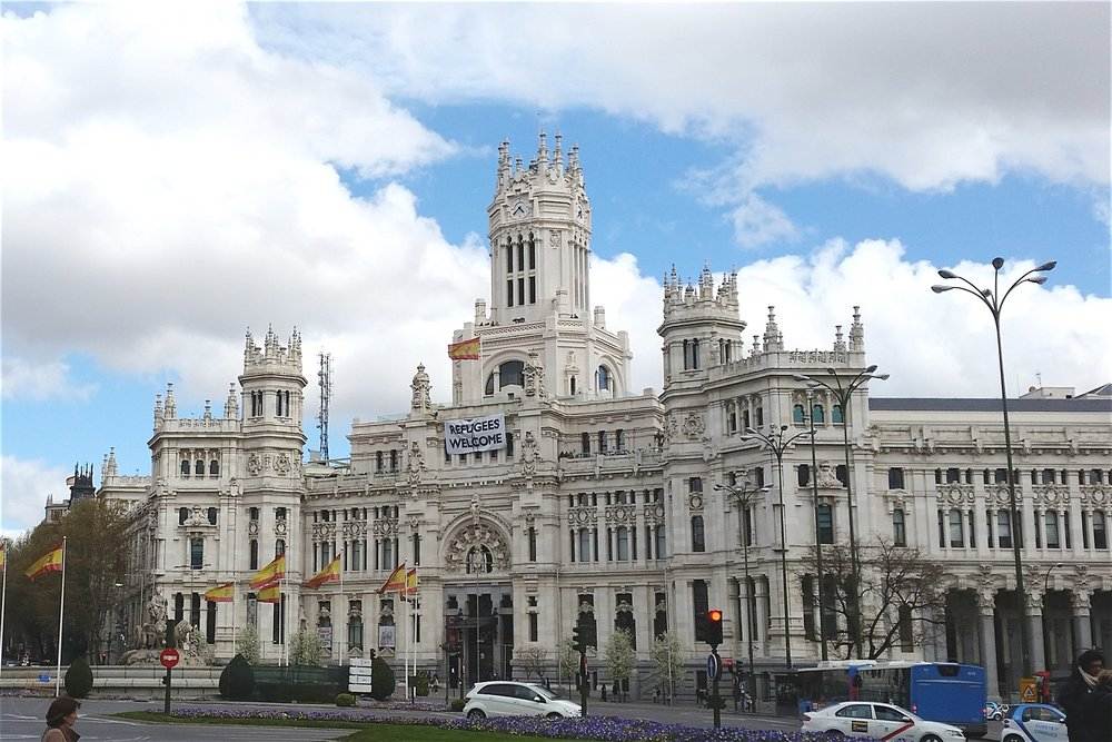 madrid-plaza-de-cibeles-character-32-globetrotter-in-spain
