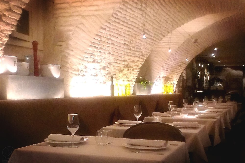 madrid-la-kitchen-inside-of-restaurant-character-32-globetrotter-in-spain