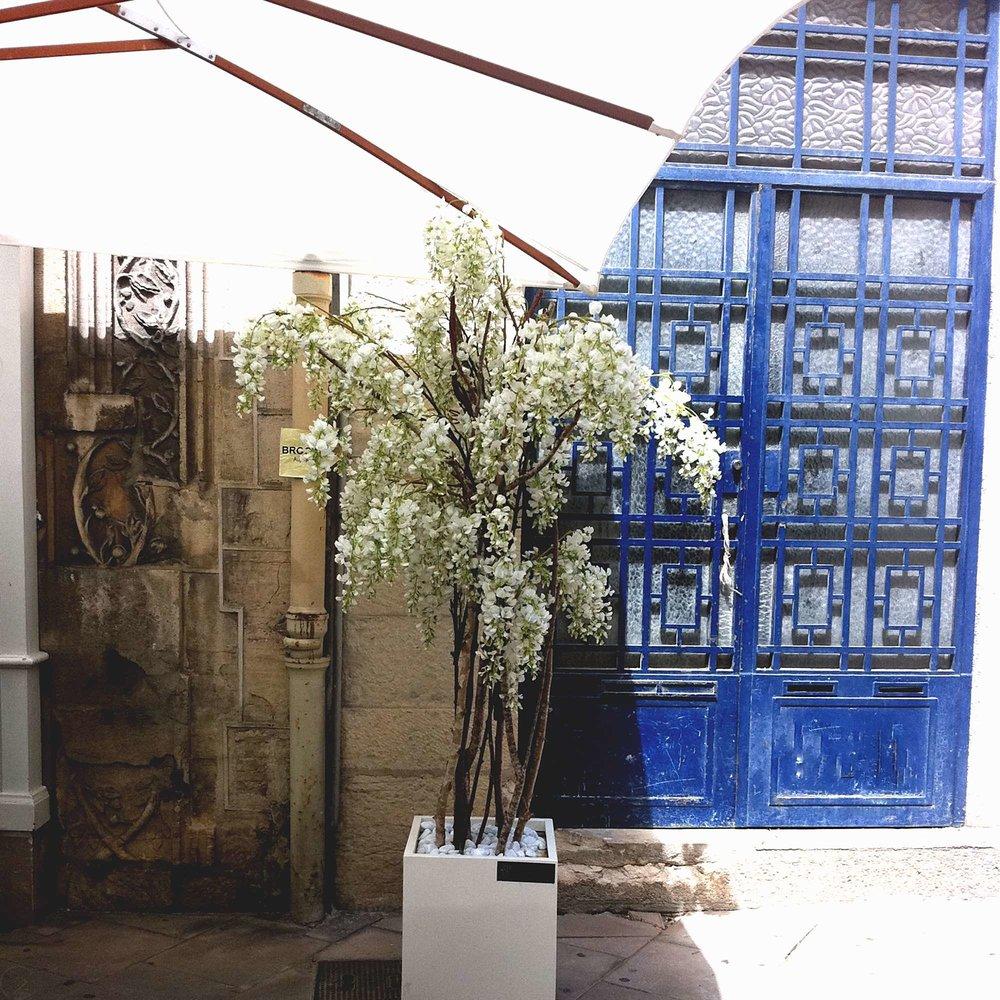 white-dijon-tree-meets-amsterdam-outdoor-bench-home-diy-interior-design-ideas-c32-creating-spaces-8