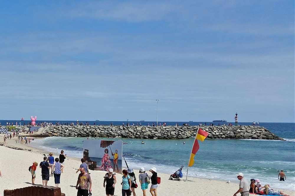 sculpture-by-the-sea-cottesloe-character-32-beach