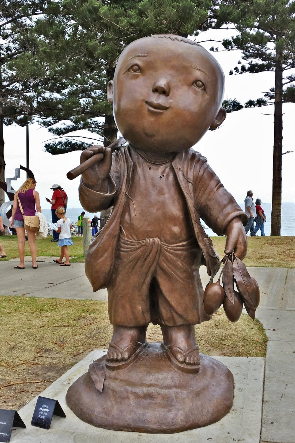 sculpture-by-the-sea-cottesloe-character-32-boy