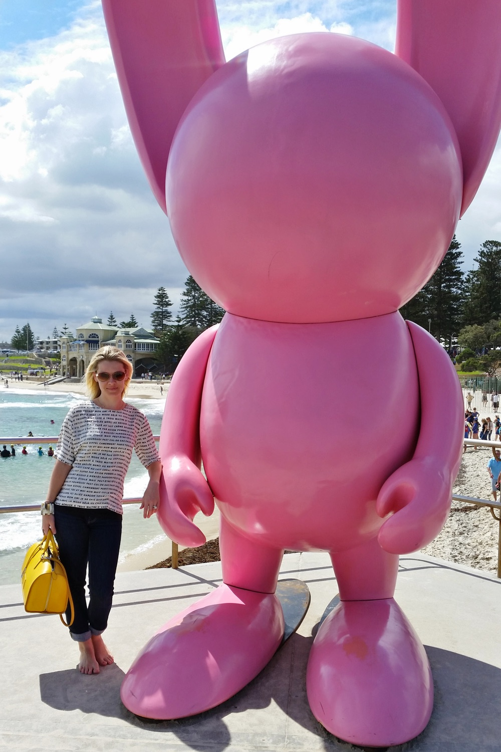 sculpture-by-the-sea-cottesloe-character-32-pink-bunny