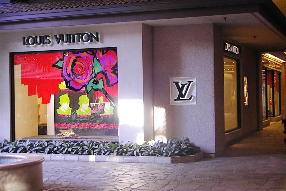 hawaii-waikiki-character-32-c32-travel-louis-vuitton-hilton