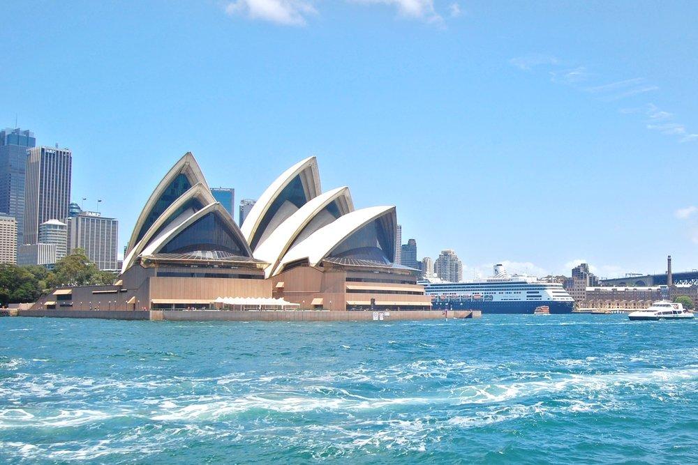 sydney-australia-character-32-c32-travel-ferry-on-harbour-opera-house