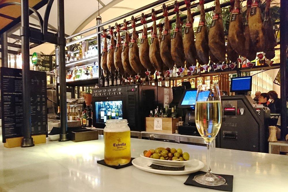 barcelona-spain-character-32-globetrotter-travel-el-nacional