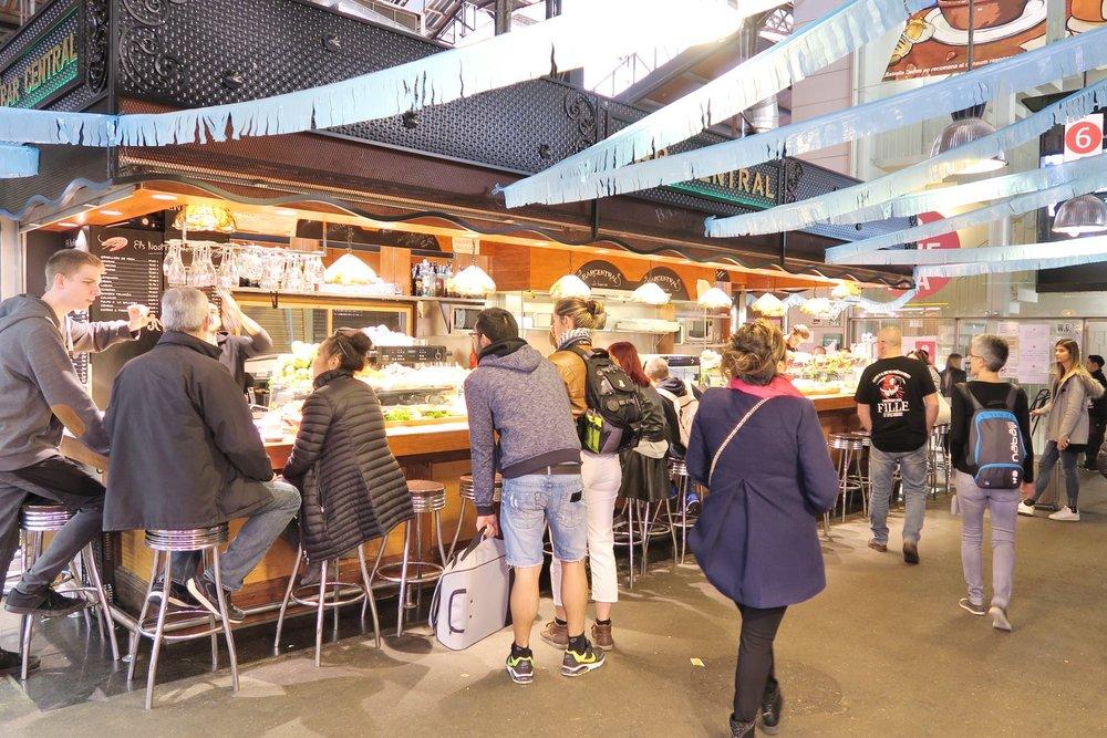 barcelona-spain-character-32-globetrotter-travel-la-boqueria-food-market