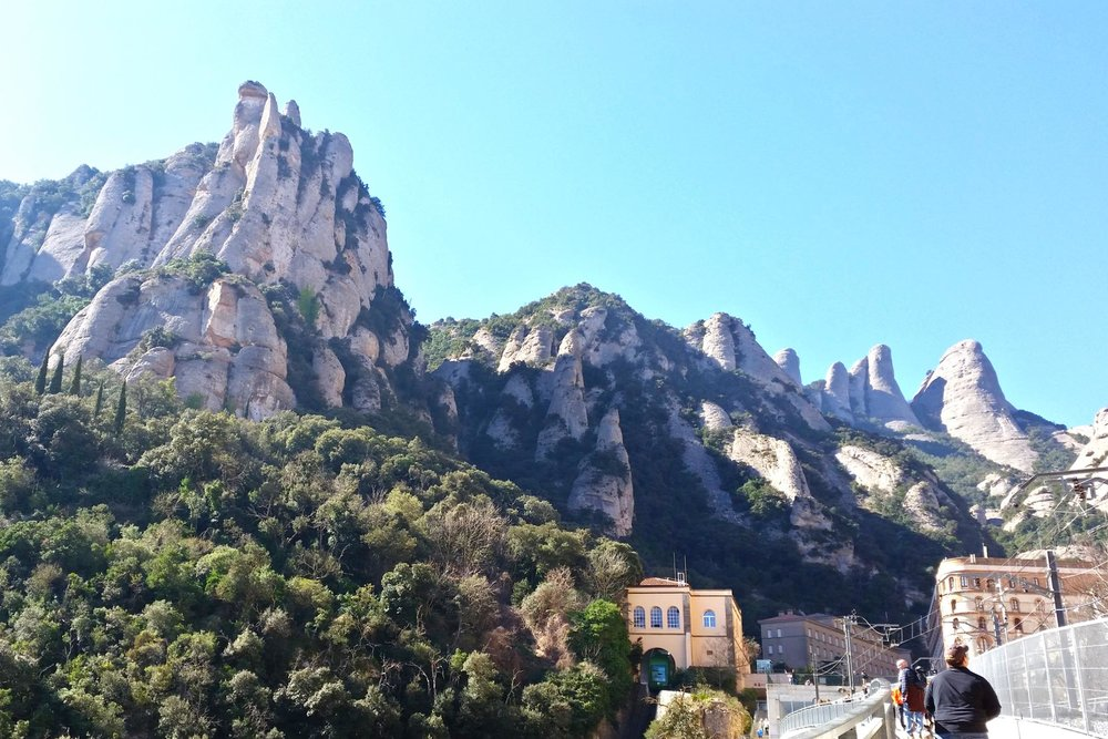 montserrat-catalonia-spain-character-32-c32-globetrotter-travel-mountains-catalunya