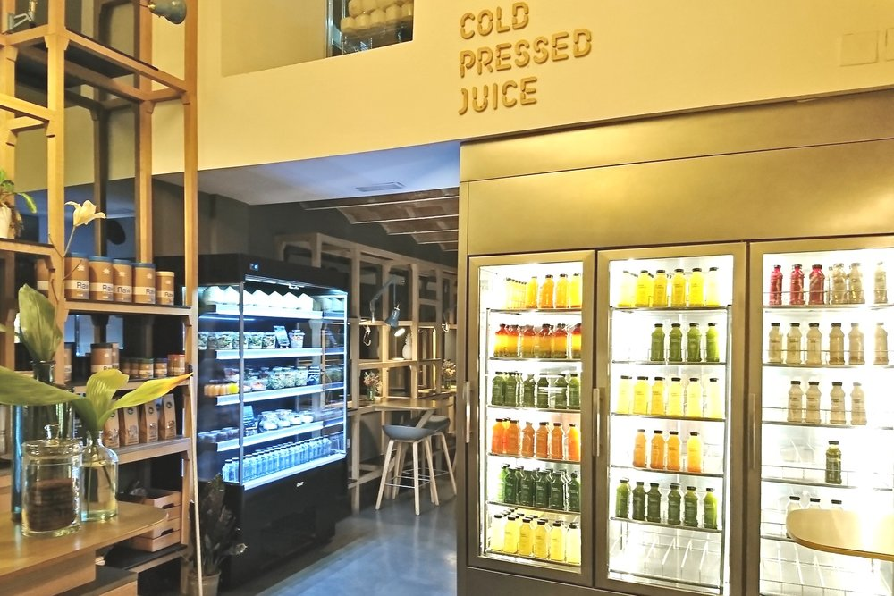 barcelona-spain-character-32-globetrotter-travel-green-and-berry-juice-store
