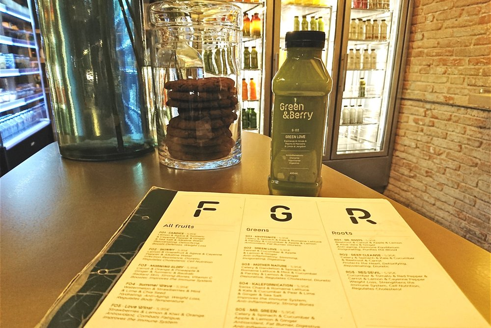 barcelona-spain-character-32-globetrotter-travel-green-and-berry-juice-menu