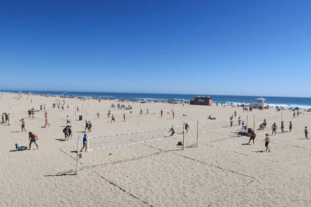 huntington-beach-california-character-32-c32-travel-america-usa-orange-county-volleyball