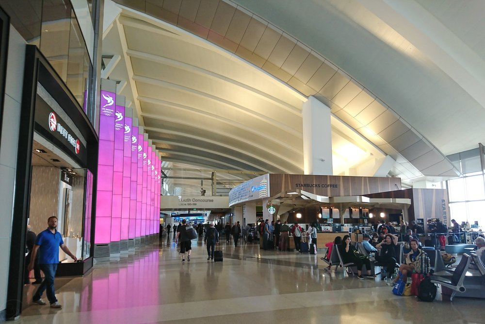 lax-los-angeles-la-airport-california-character-32-c32-travel-america-usa-tbit-tom-bradley-international-terminal