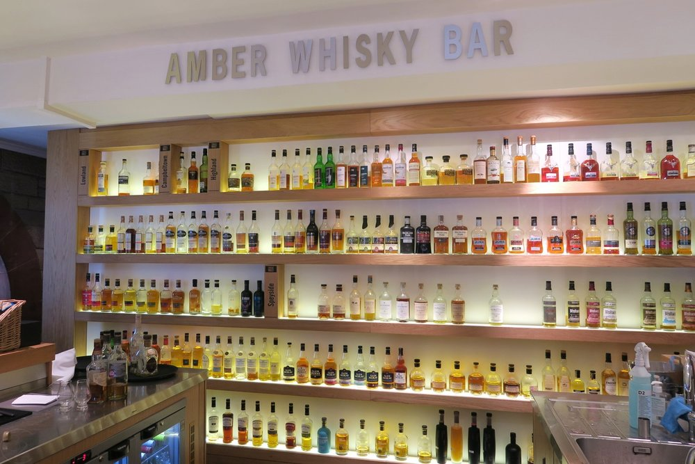 edinburgh-scotland-character-32-c32-travel-amber-whisky-bar