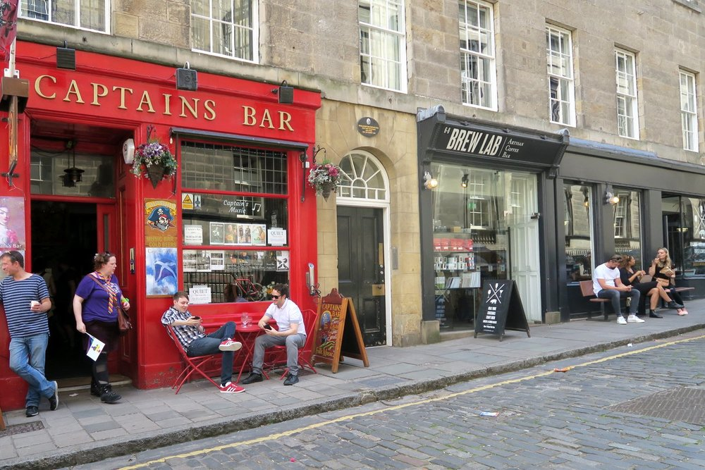 edinburgh-scotland-character-32-c32-travel-captain-bar-brew-lab