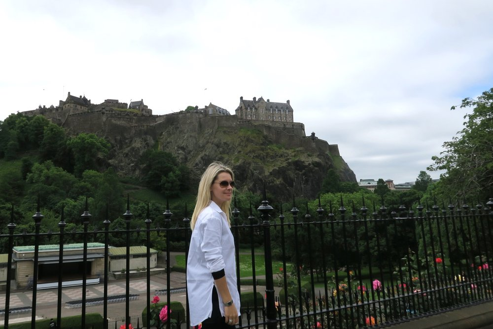 edinburgh-scotland-character-32-c32-travel-castle
