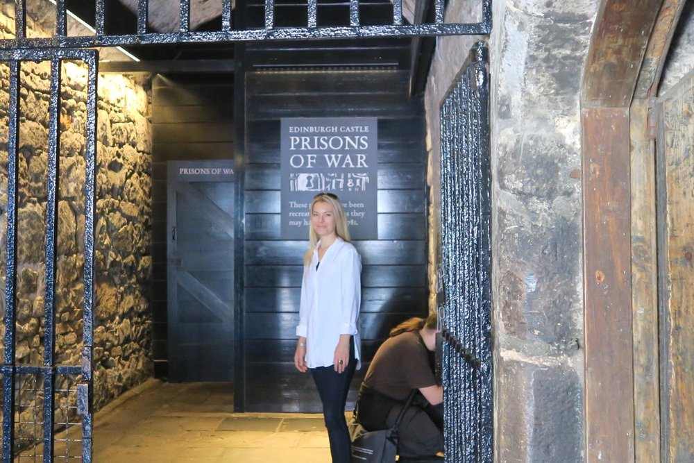 edinburgh-scotland-character-32-c32-travel-castle-pow