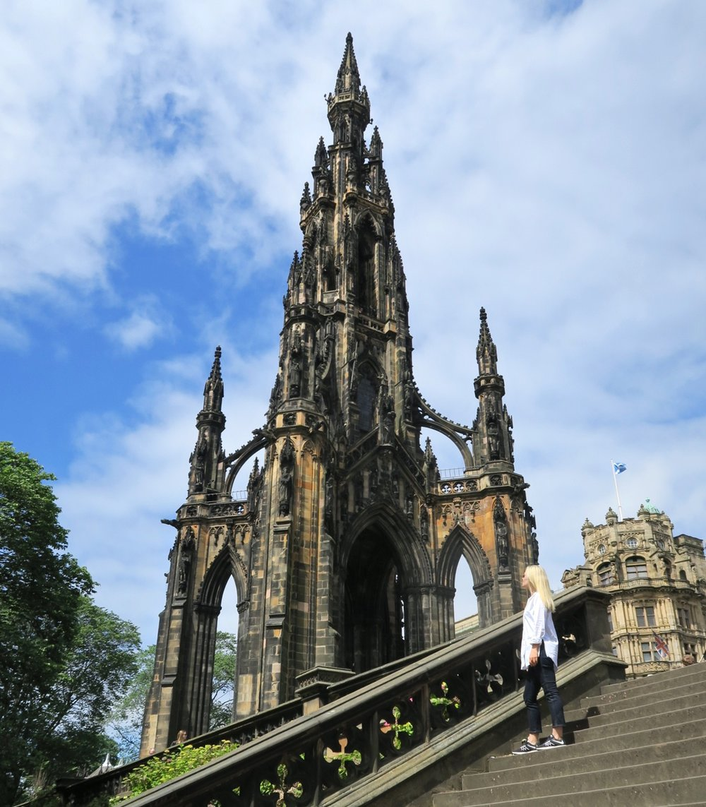 edinburgh-scotland-character-32-c32-travel-scott-monument