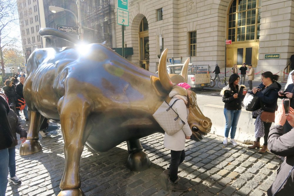 famous-landmarks-tv-shows-movies-nyc-character-32-c32-new-york-manhattan-travel-charging-bull-wall-st-bull-bowling-green-bull