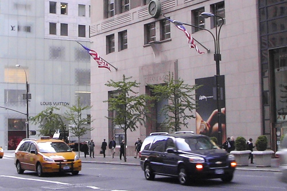 famous-locations-tv-shows-movies-nyc-character-32-c32-new-york-manhattan-travel-tiffany-and-co-breakfast-at-tiffanys