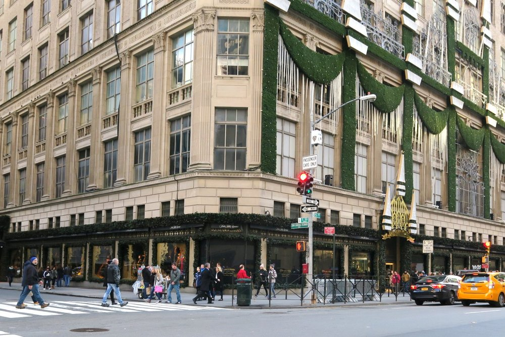 shopping-nyc-character-32-c32-new-york-manhattan-travel-saks-5th-ave-department-store