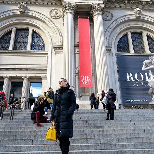 #c32gt  I love The MET! This grand building has been used in many TV shows and movies... More on my blog 11 Top Things to do in NYC For a Day - link to website in bio... #love #lovenewyork #wanderlust #manhattan #ny #bigapple #newyork #newyorkcity #trip #vacation #vacay #happy #newyork #nyc #awesome #girlmeetsworld #travellife #globetrotterblogger #globetrotting #globetrotter #aroundtheworld #travel #travelblogger #character32  #famous #themet #me #met