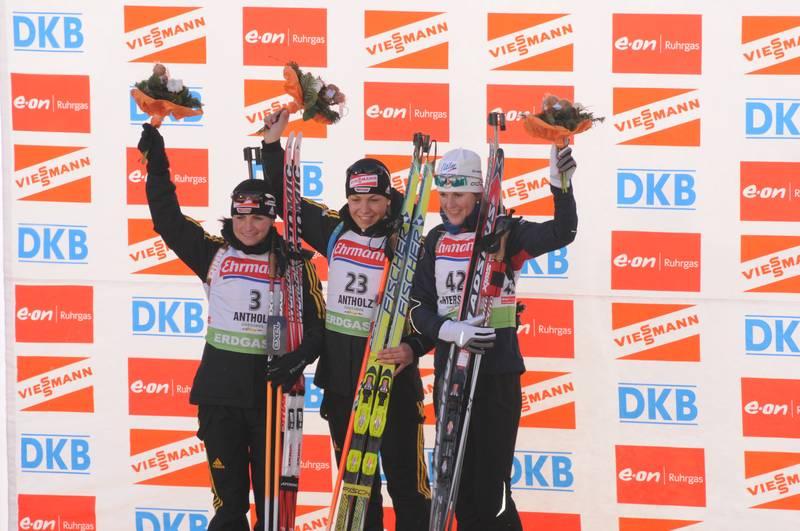 Gerade im Skisport kommt der Sehkraft eine besondere Bedeutung zu. Ein Skifahrer oder Snowboarder muss blitzschnell auf räumliche Veränderungen und Lichtverhältnisse reagieren können. Wer aus einer schattigen Waldpassage in hohem Tempo in die Sonne fährt, muss sich sehr schnell an die Blendung gewöhnen können.| Abb.:Biathlon Antholz 2010,Damen Sprint