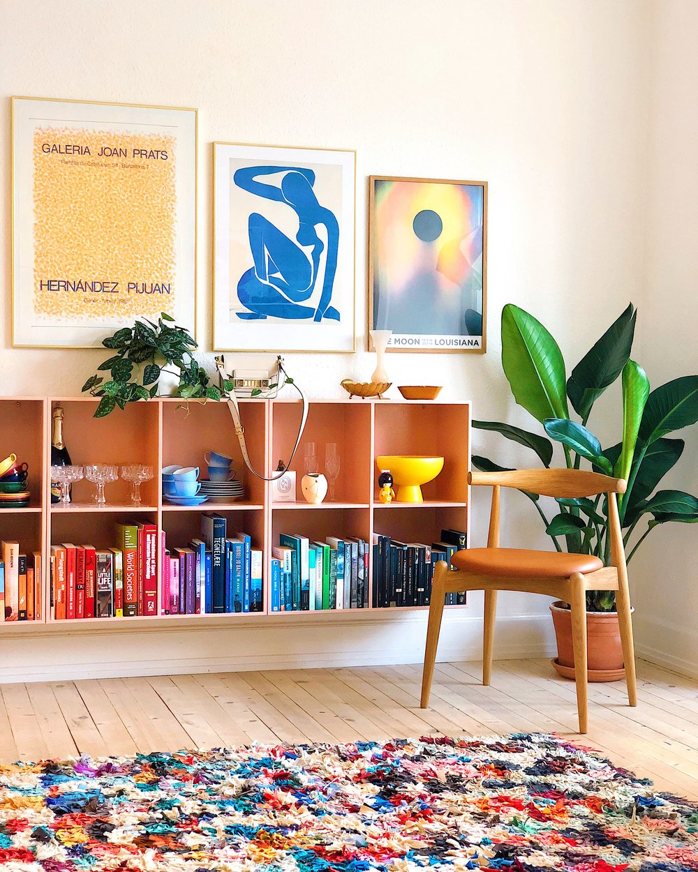 The book cases were found on Danish secondhand app DBA and restored with a new layer of paint, while the art prints are a mixture of museum purchases and vintage finds. I generally buy my art prints in thrift stores, via local specialists and social media or through specialized galleries abroad, depending on the exclusivity.  The Pijuan-print on the left was, for example, bought through an Irish gallery. The rug is a vintage Moroccan boucherouite, of which we have two in total, found via the secondhand app Tradono, and the smaller items are primarily flea market finds.