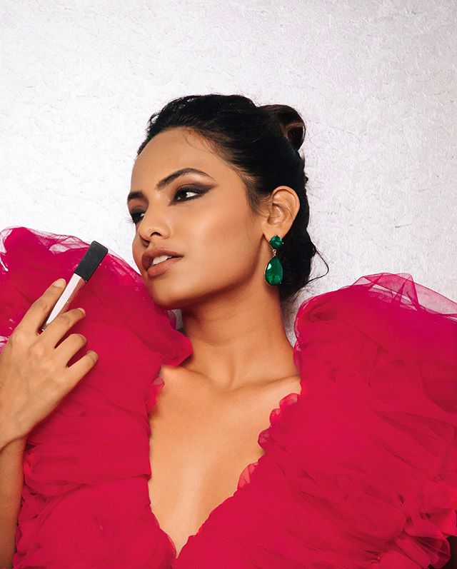 Oh, a girl can dream! Feeling like @deepikapadukone at Cannes '18, using the Infallible Pro Matte Gloss (in Statement Nude) & Royal Graphite Eyeshadow -@lorealmakeup // Shot by @avinashmurthy