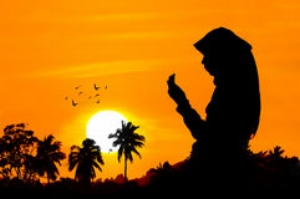 silhouettes-women-praying-woman-sunset-42659798.jpg