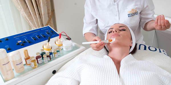 La rivoluzionaria Remodeling Face Machine in azione