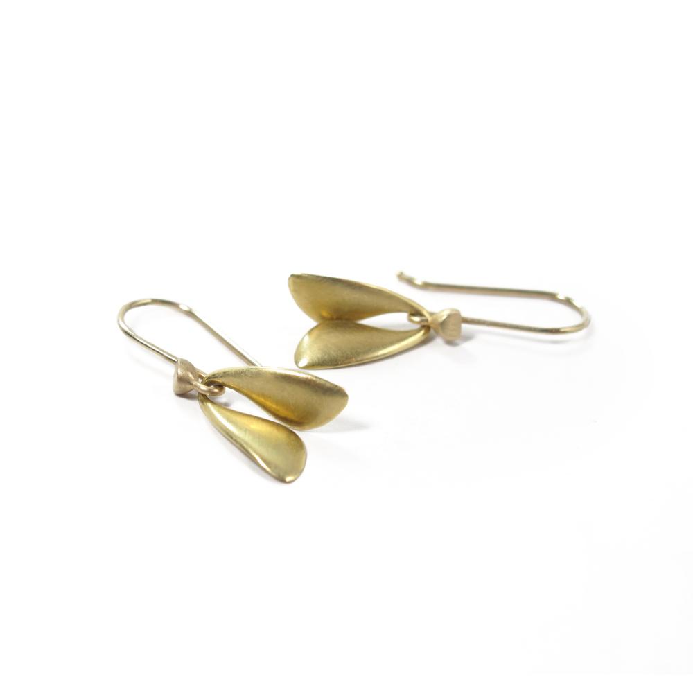 August-jewelry-ted-muehling-18ky-flies-insp.jpg