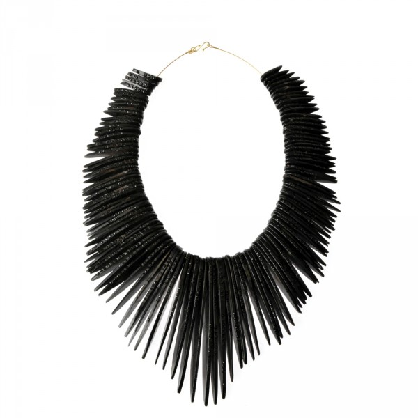 la_Maison_couture_jacqueline_cullen_limited_edition_whitby_jet_feather_collar-600x600.jpg