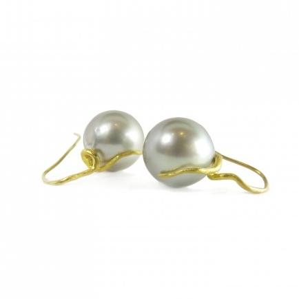 August-rosanne-pugliese-grey-tahitian-pearls-snake-wires-insp-510x510.jpg