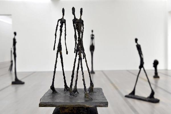 alberto-giacometti-trois-homme-qui-marchent-.jpeg
