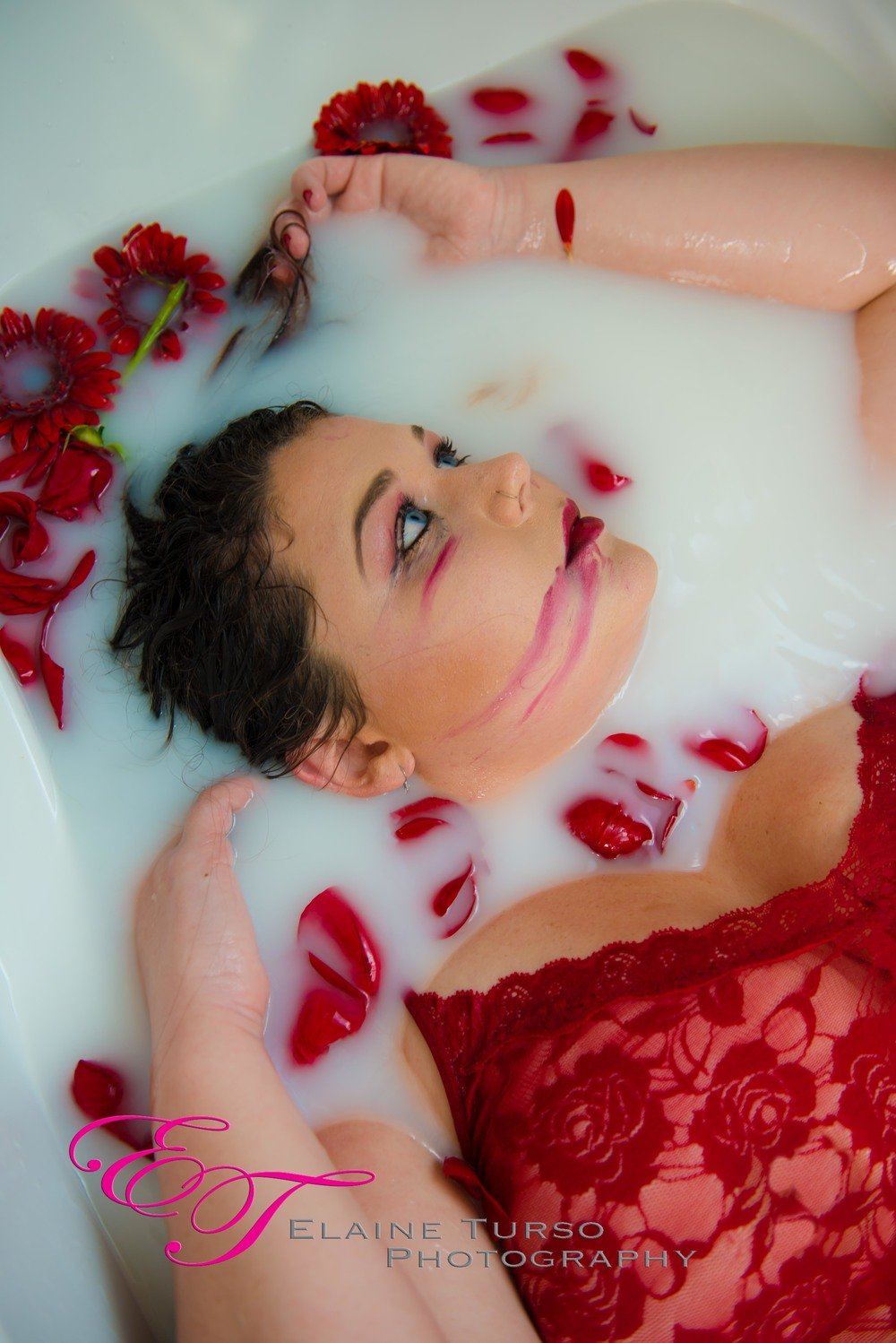 Milk bath photo shoot bremerton boudoir photographer for Bathroom photoshoots