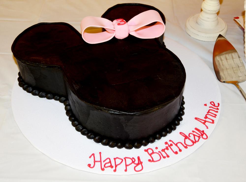 minnie mouse birthday cake.jpg